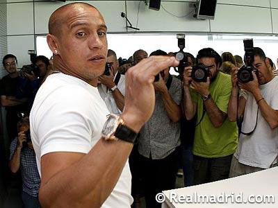 Roberto Carlos, wearing a deLaCour Saqra watch